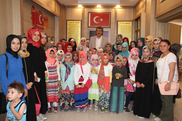 Kur'an Kursu Öğrencisi Minikler Başkanı Ziyaret Etti